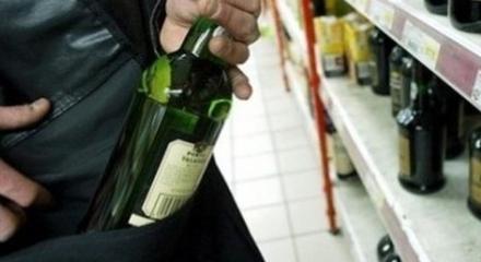 CARMAGNOLA -Tenta di rubare della grappa al supermarket: arrestata