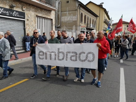 NICHELINO - AL corteo del Primo Maggio anche i lavoratori Embraco