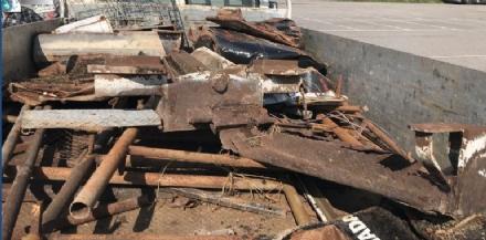 MONCALIERI - Nomadi rom sul camioncino a caccia di ferro: denunciati