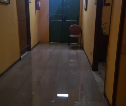 NICHELINO - Maltempo, piove anche dentro gli uffici di palazzo civico