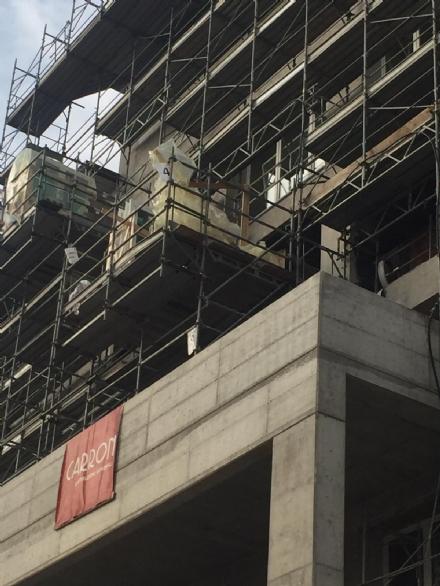 NICHELINO - Perde lequilibrio e cade da un ponteggio nel cantiere della casa di riposo
