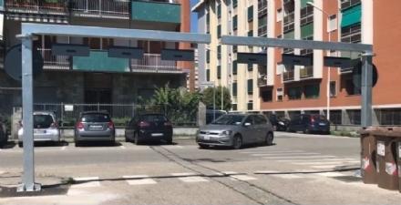 MONCALIERI - Porte metalliche nei parcheggi per bloccare laccesso a roulotte e caravan