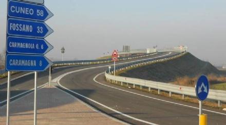 CARMAGNOLA - Il sindaco firma il progetto della variante est approvato in Città Metropolitana