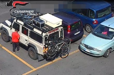 NICHELINO - Rubavano nelle auto parcheggiate al Carrefour, arrestati