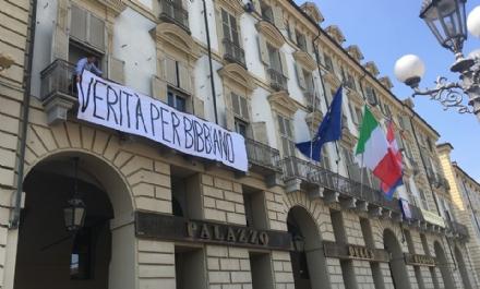 TORINO - «Verità per Bibbiano»: lo striscione sulla facciata della Regione Piemonte