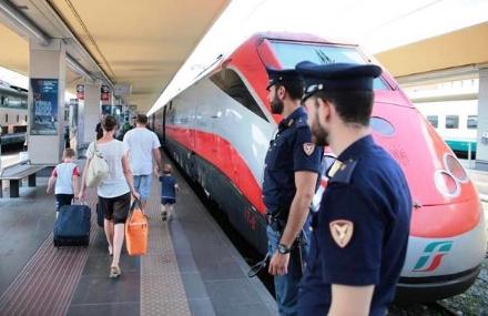 CARMAGNOLA - La Polfer allontana giovani molesti dalla stazione