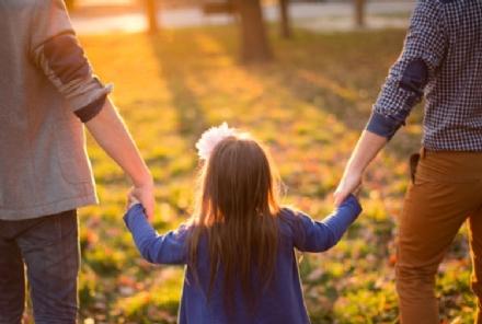 ORBASSANO - Famiglia con due papà non ottiene lo sconto al parco acquatico: «Non siete una vera famiglia»