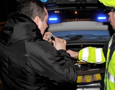 CARMAGNOLA - Guida autobus ubriaco, fermato romeno in autostrada