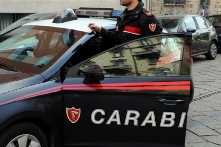 MONCALIERI - Pesta la compagna e le lancia oggetti addosso: arrestato