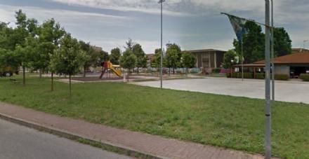 NICHELINO - A quattro anni scende da solo al parco giochi mentre il padre dorme: arrivano i carabinieri