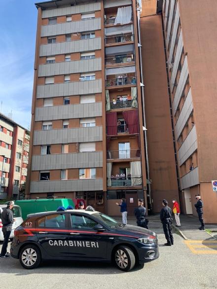 NICHELINO - Carabinieri alle case popolari per la questione degli scaldabagni