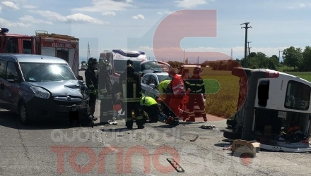 CARMAGNOLA - Brutto incidente su via Chieri: un uomo grave al Cto