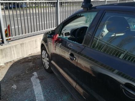 MONCALIERI - Ancora auto parcheggiate nel mirino: vetri infranti in corso Trieste