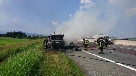 TANGENZIALE SUD - Camion prende fuoco durante la marcia - FOTO