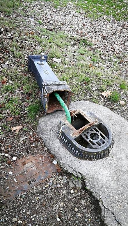 BRUINO - Vandali in azione al villaggio Val verde: demolita una fontana