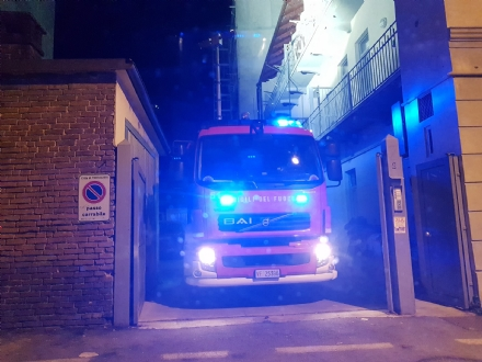 MONCALIERI - Paura nella serata per un principio di incendio alla canna fumaria di una pizzeria