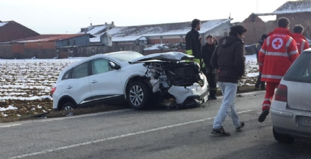 CARIGNANO - Incidente stradale con quattro auto coinvolte e cinque feriti