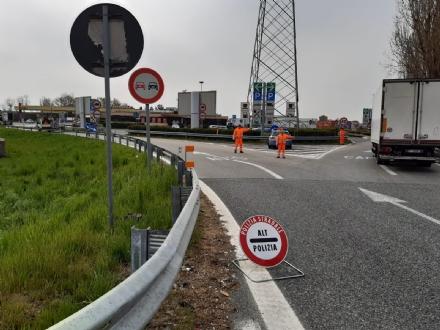 NICHELINO - La stradale chiude la tangenziale sud per un maxi posto di controllo