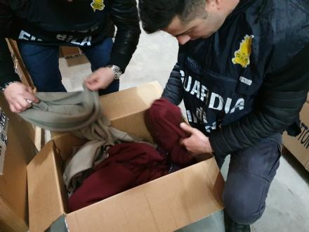 NICHELINO-VINOVO - 40mila maglioni di finto cachemire sequestrati: erano importati dal Bangladesh - VIDEO