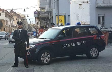 MONCALIERI - Clandestino ruba un paio di scarpe al centro commerciale, arrestato