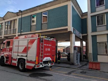 BEINASCO - Incendio in unofficina meccanica: intervento dei vigili del fuoco - FOTO