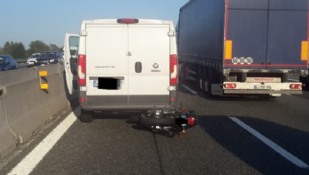 MONCALIERI - Paura per un incidente in tangenziale: motociclista in ospedale