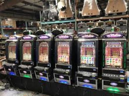 CARMAGNOLA - La denuncia dei Cinque Stelle: le slot accese dove non si può