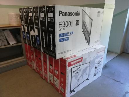 ORBASSANO - Trovati 79 televisori imballati nel parco di Stupinigi