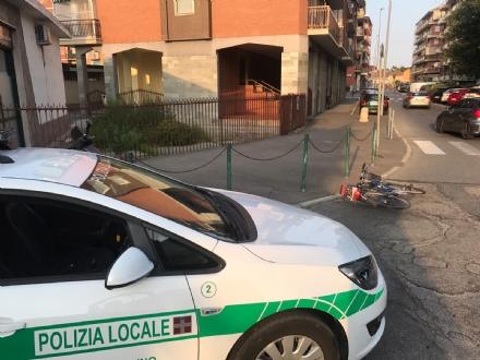 NICHELINO - Perde il controllo della bici per il fondo dissestato e finisce in ospedale