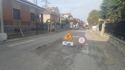 NICHELINO - I residenti di via Gozzano protestano per i lavori eterni sulla strada
