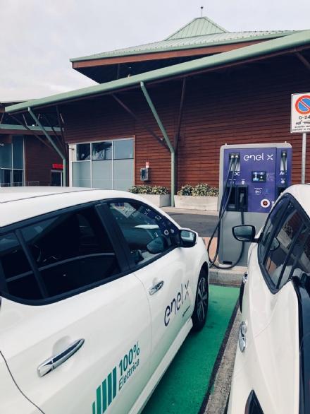 NICHELINO - Due nuovi punti ricarica per macchine elettriche ai Viali