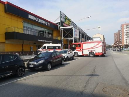 MONCALIERI - Pusher prendeva gli ordini al tavolo del fast food e vendeva nei bagni: arrestato