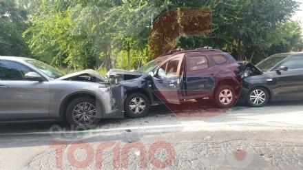 BEINASCO - Brutto incidente in via San Luigi: tre feriti e quattro auto distrutte - FOTO