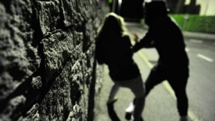 NICHELINO - Aggredita in strada e derubata dellauto