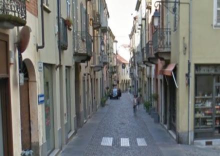 MONCALIERI - Rubano 3mila euro di vestiti, la commessa le blocca, arrestate
