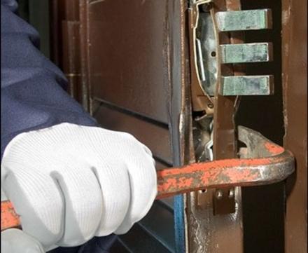 TROFARELLO - Ladri in azione in una ditta di via Petri: rubati termocompressori