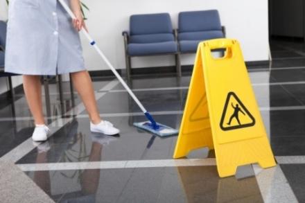 NICHELINO - Caos tra le addette alle pulizie delle scuole, arriva un preavviso di licenziamento