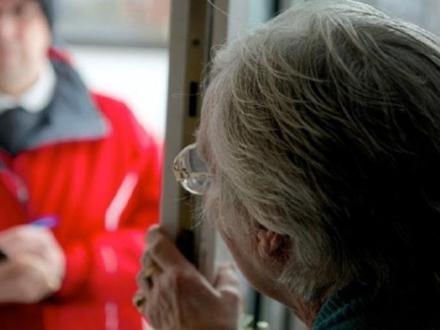 NICHELINO - Pensionata caccia il truffatore che voleva entrare in casa con la scusa del virus