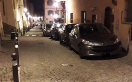 MONCALIERI - Parcheggio selvaggio in centro storico: continua il disagio dei residenti