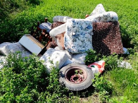 RIVALTA - Continuano le discariche abusive nelle zone naturali della città