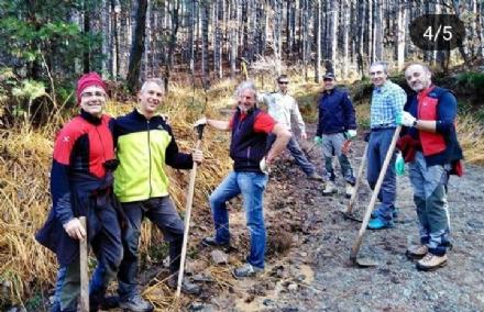 PIOSSASCO - Volontari al lavoro per ripulire il parco del San Giorgio