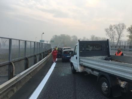 BEINASCO - Paura per un incidente in tangenziale alluscita del Drosso, quattro veicoli coinvolti - LE FOTO -
