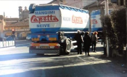 CARMAGNOLA - Ciclista investito da un camion: elitrasportato al Cto