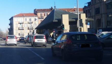 MONCALIERI - Scappa dal Regina Margherita e lo ritrovano in piazza Caduti: 14 enne al sicuro