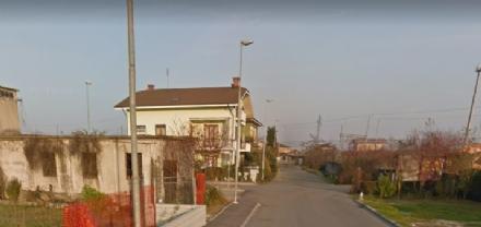 CARMAGNOLA - Odori nauseabondi in zona via Poirino: protestano i residenti