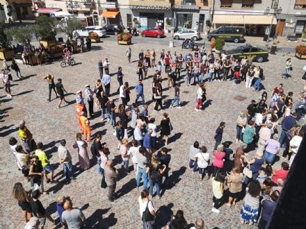 ORBASSANO - Circa 700 persone per lultimo saluto ai ragazzi precipitati sul Bianco
