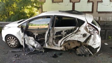 NICHELINO - Camion investe auto ferma in sosta in tangenziale: quattro feriti