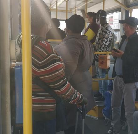 VIRUS - La rabbia dei commercianti: Noi chiudiamo e gli autobus continuano ad essere strapieni