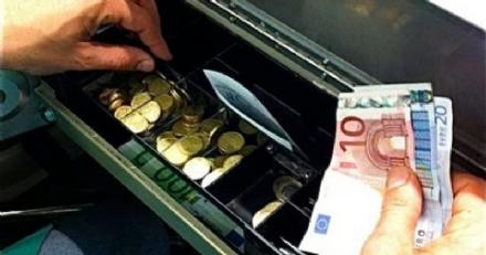 BEINASCO - Trattoria bocciofila di Borgaretto nel mirino dei ladri: rubati 400 euro