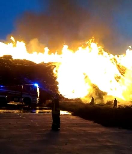 PIOSSASCO - Timore per i fumi tossici in arrivo da Frossasco per un incendio
